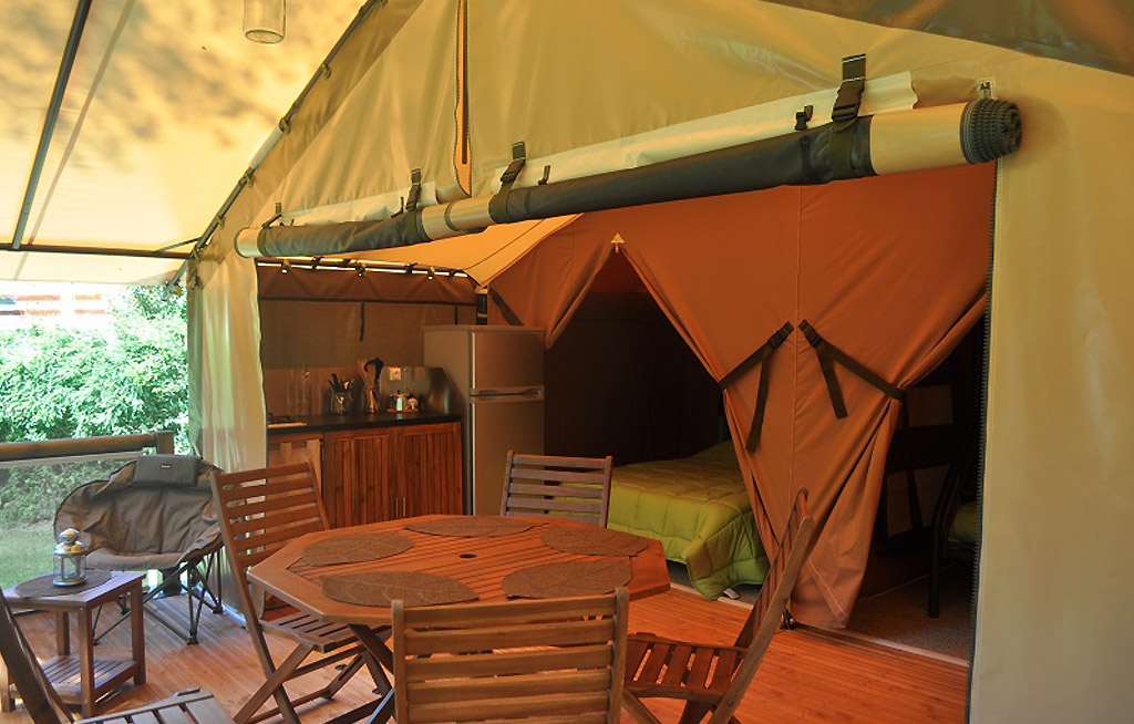 camping guillestre la rochette hautes alpes locations tentes caravanes ecolodges espaces. Black Bedroom Furniture Sets. Home Design Ideas