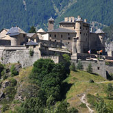 Entdecken Sie das Château Queyras in der Nähe des Izoard-Passes im Queyras. Kulturstätten ganz in der Nähe, die von Guillestre aus erreichbar sind.