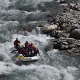 Discover rafting and white water activities on the famous and quite wild Guil or Durance rivers, with accommodation nearby at the campsite La Rochette.