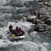 Découvrez le raft et les activités d'eau vive sur le Guil ou la Durance. Des rivières de renom sur le territoire et d'un hébergement au camping de la Rochette tout proche !