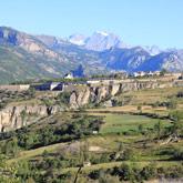 Scoprite Mont-Dauphin, cittadina costruita da Vauban, vicino al campeggio Guillestre nelle Hautes-Alpes.