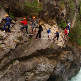 Profittate delle vostre vacanze nelle Hautes-Alpes per scoprire le attività outdoor, quale il canyoning. Delle attività da svolgersi facilmente in coppia, da soli o in gruppo. Nei pressi del camping 3 stelle La Rochette di Guillestre nelle Hautes-Alpes: una situazione ideale.