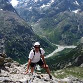 Probeer het alpinisme en bergbeklimmen vergezeld door een instructeur of een gediplomeerde gids.